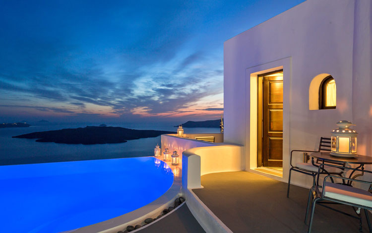 Breathtaking photography of the volcanic isle of Santorini as a romantic destination in Greece